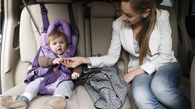 Kinh nghiệm di chuyển an toàn với trẻ nhỏ trong oto