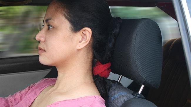 Cách ngồi trong xe oto để không bị đau lưng