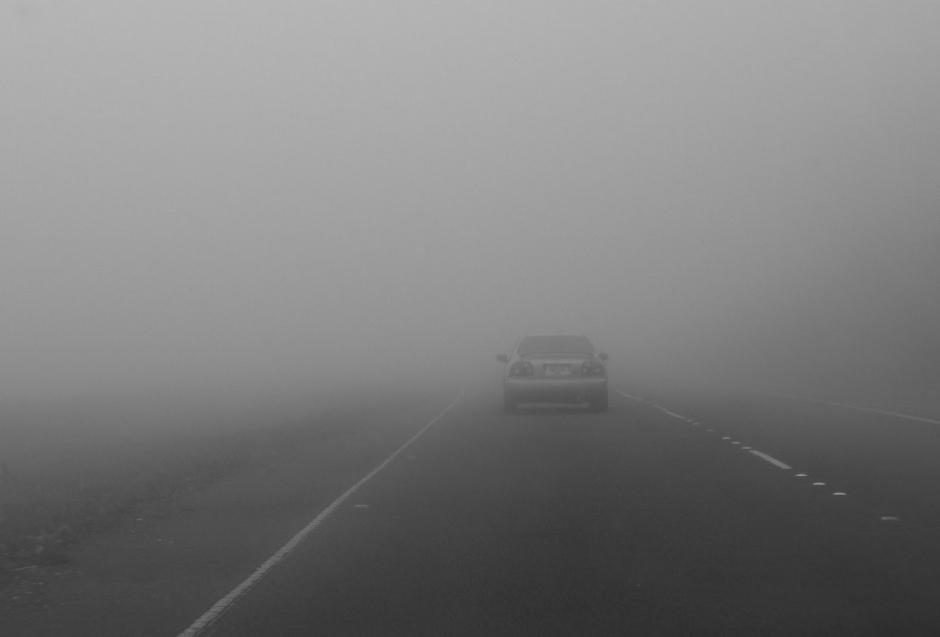 Sử dụng đèn pha khi lái xe trong điều kiện sương mù