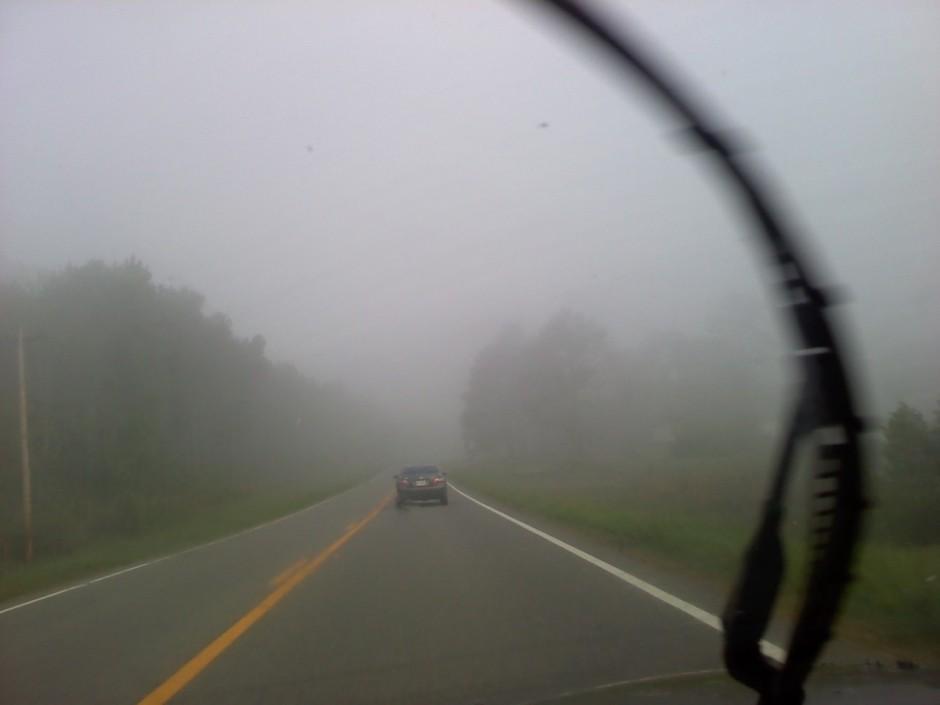 Lái xe oto trong sương mù