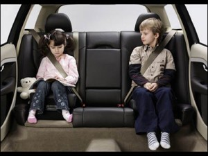 Luôn thắt dây an toàn khi lái xe oto