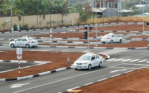 hướng dẫn bài thi thực hành lái xe oto trong sa hình