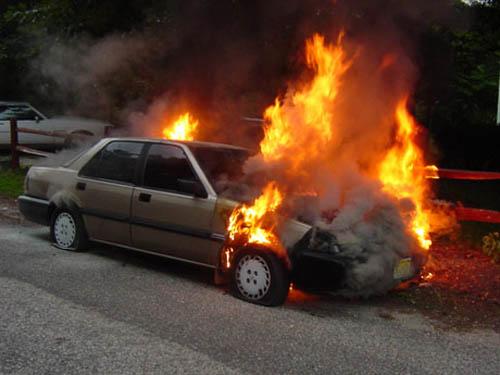 Cách xử lý tình huống khi xe oto bị cháy