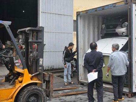 Tạm giữ 12 xe oto đội lốt máy kéo cập cảng Hải Phòng