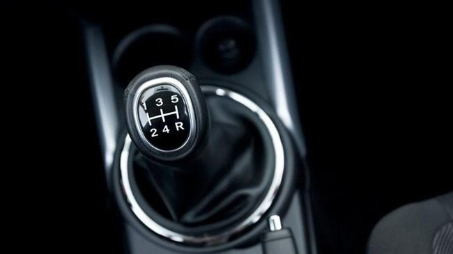 Kỹ thuật lái xe oto số sàn an toàn
