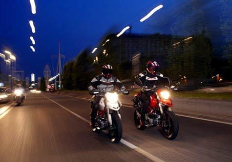 hướng dẫn lái xe máy trong đêm