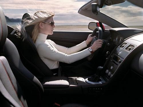 """Học lái xe oto cần phải học """"kỹ thuật cầm vô-lăng cơ bản"""""""