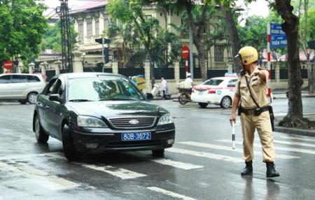 Kinh nghiệm làm việc với cảnh sát giao thông khi bị dừng xe oto (phần 2)