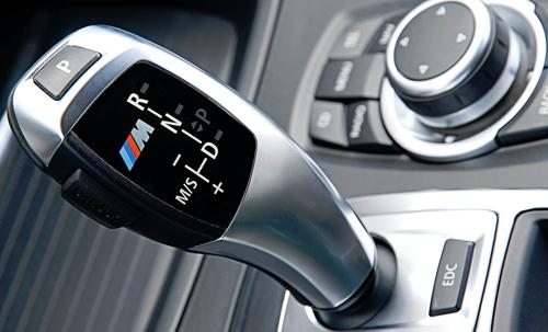 Xe oto số tự động có nên về mo khi xe đang chạy?